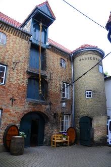 Die Flensburger Marienburg beherbergt Flensburgs letztes Rumhaus.